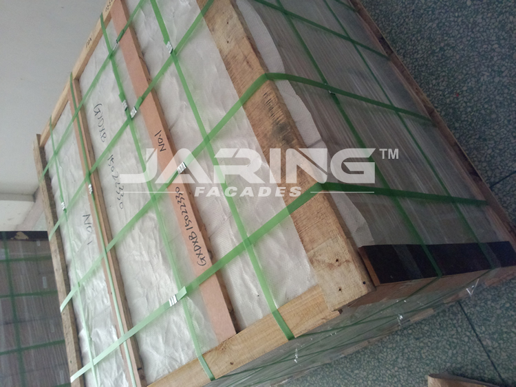 aluminum brackets pallets for delivery.jpg